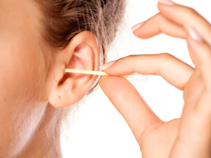 ear-cleaning-1